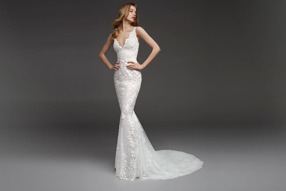 pronovias-calas-lace-fitted-wedding-dress