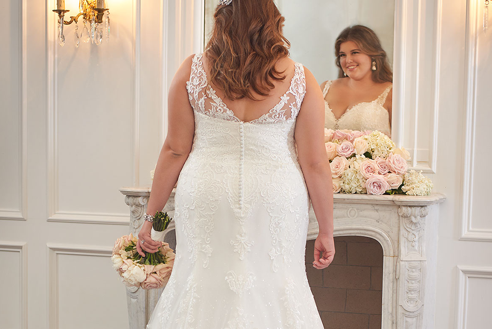 stella-york-6571-everyboyd-every-bride-lace-sparkle-wedding-gown-laura-and-leigh-bridal